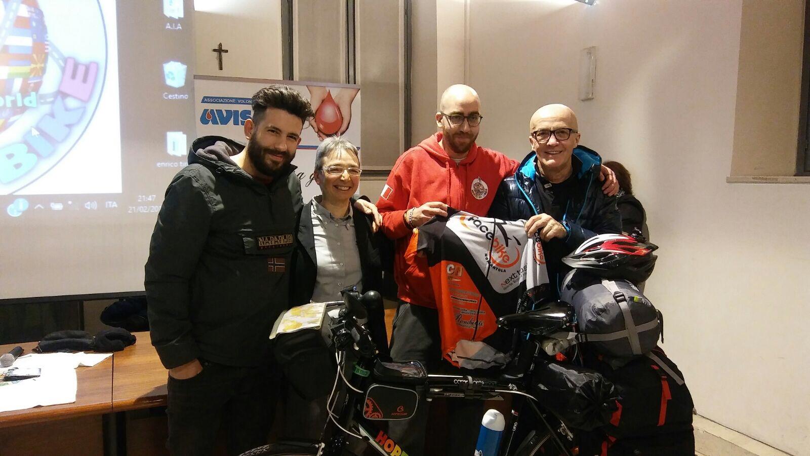 Il viaggio di Cherif in bicicletta attraverso il mondo